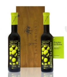 Cortijo la Torre - 2 glass bottles 200 ml. + wooden box