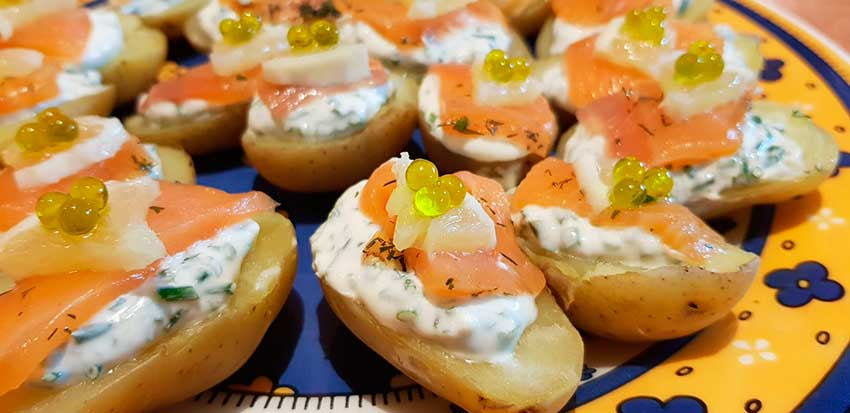 Potato with salmon and extra virign olive oil pearls tapa