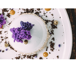 Crema helada de aceite hojiblanca, miel, flores y polen. Un deleite para los sentidos